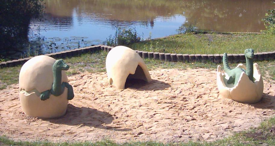 schlüpfende Dinos, Hamburg Bergedorf, 2009